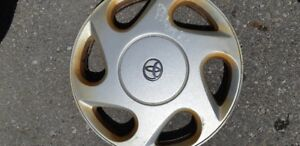 HUB CAP 15 in TOYOTA 1 ONLY $10.00 CALL 647-701-3555