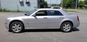 Chrysler 300C V8 5.7 hémi AWD 4X4 215.000KM TRÈS BONNE MÉCANIQUE
