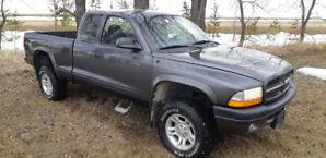 lifted 4×4 Dodge Dakota