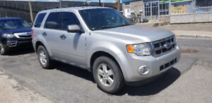 FORD ESCAPE 2009 4cylindre (ROULE BIEN)