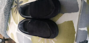 Mens Isotoner slippers.size 9.5 to 10.5