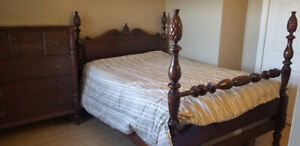 Antique mahogany 4 post pineapple double bed