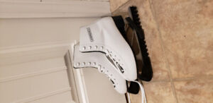 Ladies figure skates - size 6
