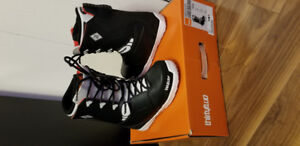 Mens size 8.5 Snowboard Boots