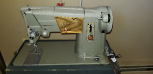 Singer sewing machine excellent working condition