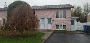 Très beau Duplex à Saint-Hubert (trois logements bien louer)