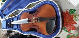 beginners Violin  with bow and Case