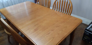 Cant Beat This !!! 100 % Hardwood Kitchen Table + Free Mirror