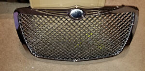 BRAND  NEW AFTERMARKET GRILL  FOR 2005 CHRYSLER 300