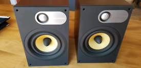 Pair of Bowers & Wilkins 686 Speakers Excellent condition