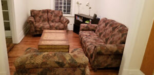 500$ For 3 sofas and tables in perfect condition