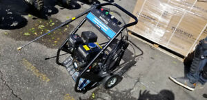 2200PSI POWER WASHER GAS NEW IN BOX 5.5hp