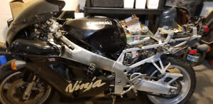 Kawasaki Ninja ZX 7R Project Bike
