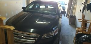2011 Ford Taurus SEL for sale - LOW KM's