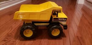 "TONKA ""Mighty Diesel "" DUMP TRUCK made of STEEL"