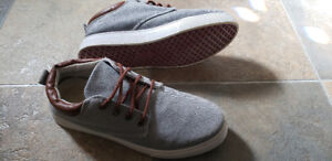 Men's Shoes Size 8.5 - Like New