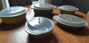Pyrex mixing bowls and casserole dishes