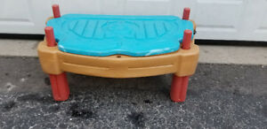 Many Children Play Water Tables