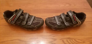 Specialized Cycling Shoes - Men's Size 9