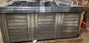 Hot Tub for sale - Easy loading and go