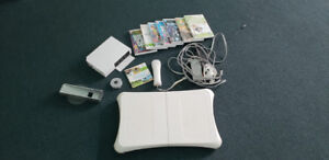 Nintendo Wii System ( white) bundle, complete with 7 good games