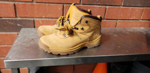 Mens Timberlands shoes/boots - Waterproof - Size 10 US