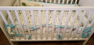 !! Crib - Matress & Cover & Bumpers - Like New !!