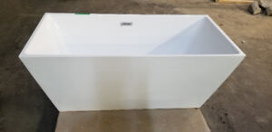 LIKE NEW MODERN BATHTUB FOR SALE <<MUST GO - Price negotiable>>