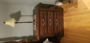 Queen size 4 post bedroom suite for sale