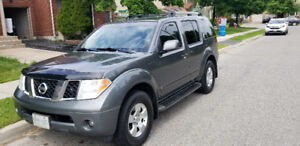 2006 Nissan Pathfinder LE SUV, Crossover