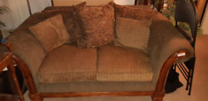 Couch ,love seat,chair,coffee table 4 pc - Reduced f/ quick sale