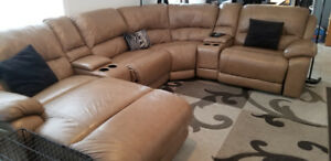 CINDY CRAWFORD 6 PC LEATHER SECTIONAL