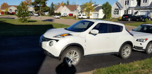 2015 Nissan Juke SL - Mint condition