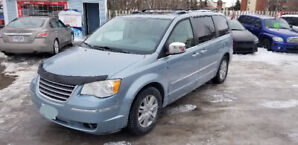 2008 Chrysler Town and Country Limited !