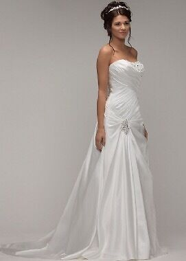 Wedding dress NEWin Sheffield, South YorkshireGumtree - Wedding dress new never worn. Its a size 12 but can go 2 sizes either way. Paid £1300 wanting £500 ovno