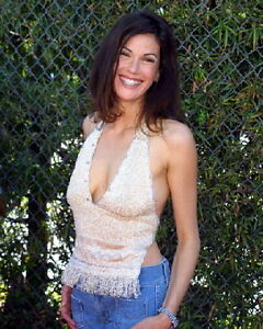 TERI HATCHER BUSTY SMILING COLOR 8X10 PHOTO