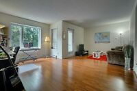 "Spacious and well located ""4-1/2"" condo Ville Saint-laurent"