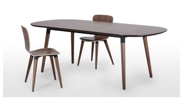 Extendable dining table in Walnut and Black