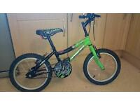 Boy's bike age 4-8 great condition £30