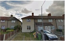 2 bed house in Dagenham Heathway *available now *Part DSS consider