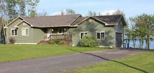 House on 178ft Waterfront- Grand Lake - Minto - Fredericton Area