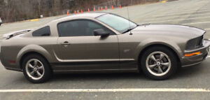 2005 Ford Mustang GT, 5spd