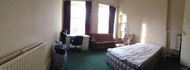 Furnished double (£300pm) and single bedroom (£180pm) available immediately- Finnieston.