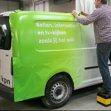 Revoli Reclame montage folie stickers logo huistijl carwrap