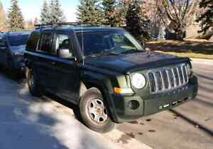 2008 Jeep Patriot  Green 4x4 winters incl