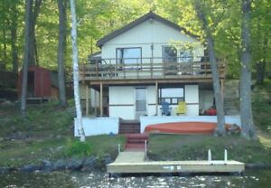►2018 RENTALS---AMAZING LAKEFRONT COTTAGE- 20FT FROM LAKE◄◄