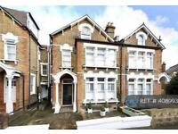 2 bedroom flat in Halesworth Road, London, SE13 (2 bed)