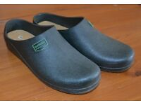 Green gardening shoes - size 6