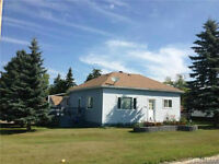 Broadview bungalow with garage for rent!