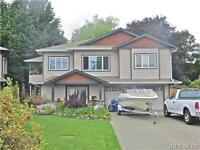 Clean 3 bedroom main level in newer house walk to UVIC